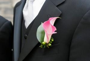 свадебная бутоньерка для жениха из живых цветов 14