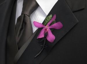 свадбеная бутоньерка дял свидетеля из цветов