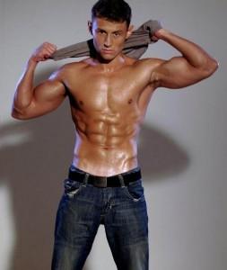 мужчина в джинсах картинки