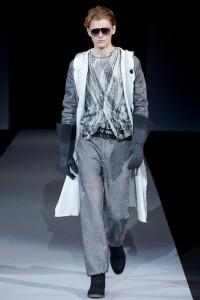 красивое мужское серое пальто от Армани