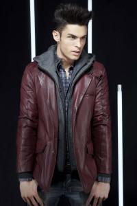 коричневая коданая куртка с капюшоном