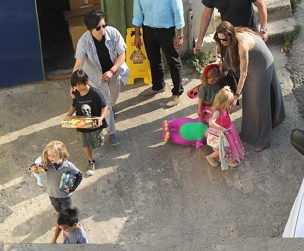 Анжелина Джоли и Бред Питт фото на Мальте 2011