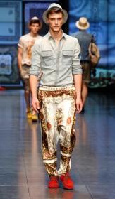 брюки с орнаментом для молодых парней красные мокасины