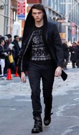 молодежная куртка с капюшёном
