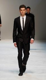 темные мужские костюмы сезона весна лето 2012