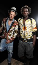 рубашки из платков показ мужской моды модели за кулисами смотреть фото