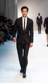 летние костюмы для мужчин и узкие галстуки 2012