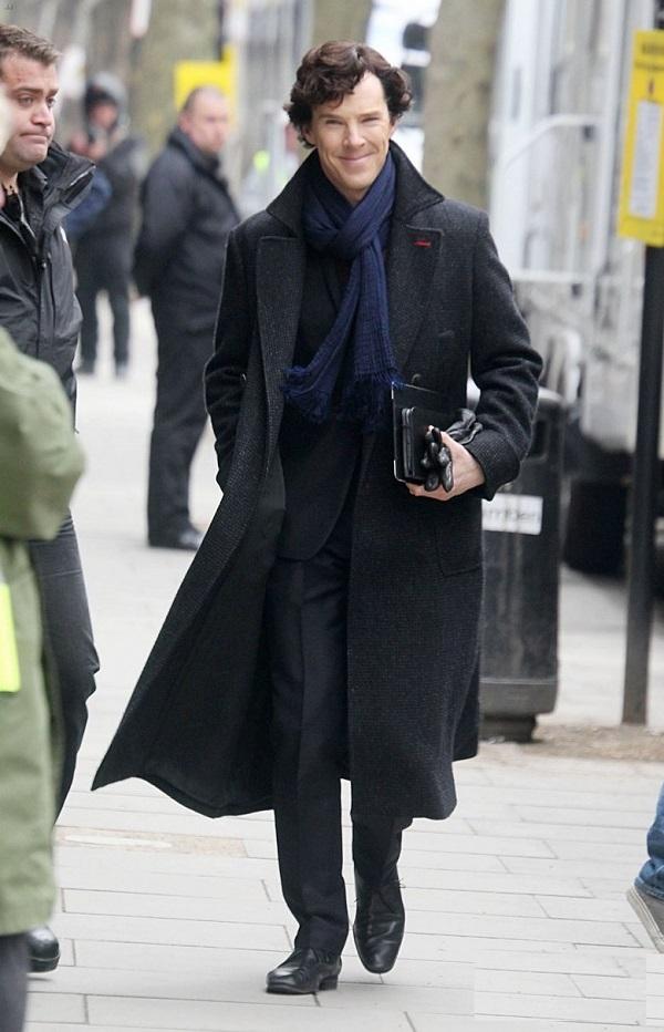 Шерлок в пальто фото