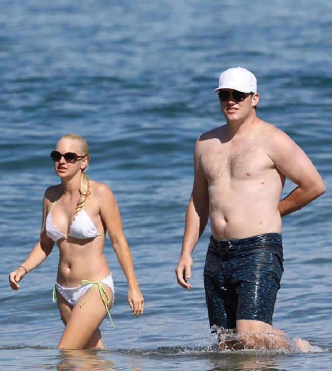 Anna Faris wearing a hot white bikini was spotted with Chris Pratt enjoying a dip in the Ocean while making a visit to the Maui Film Festival